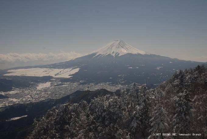 停止中:NTTドコモ山梨支店の富士山が見える三ツ峠ライブカメラと雨雲レーダー/山梨県都留市