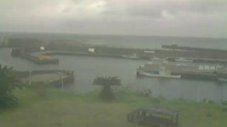 停止中:阿古漁港 ライブカメラ(沖倉商店 CAFE691)と雨雲レーダー/東京都三宅島